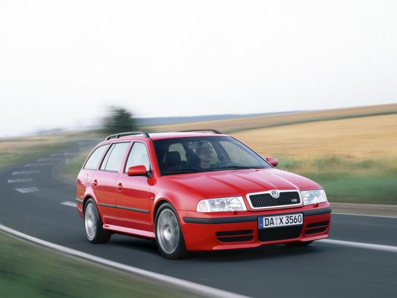 Шкода Октавия I  поколение 1996 год, красный автомобиль